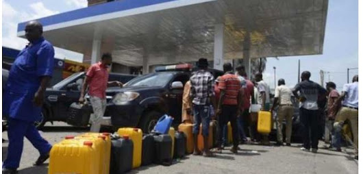 Fuel crisis worsens as oil workers threatenindefinite strike on Monday