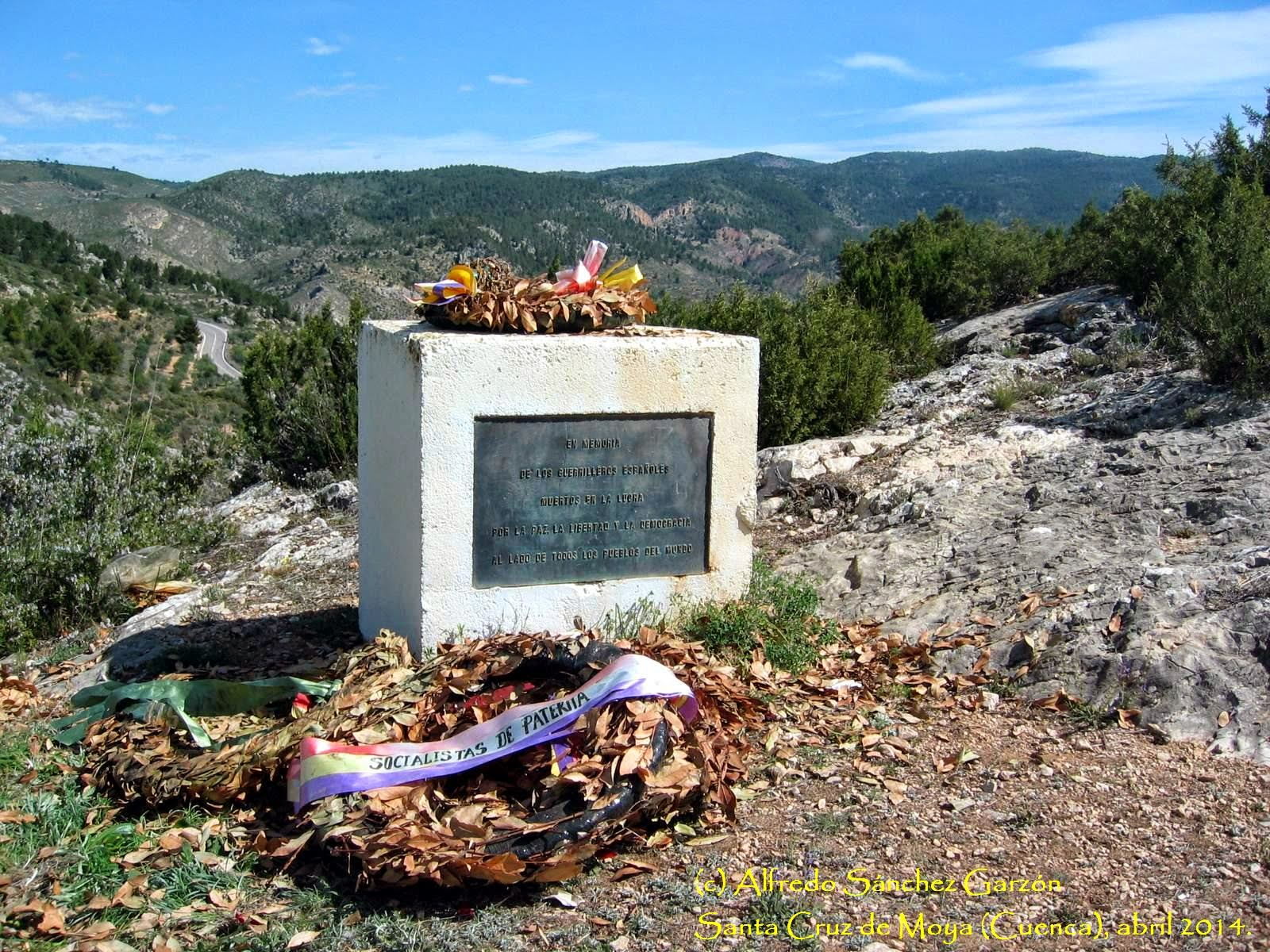 monumento-maquis-ofrenda-santa-cruz