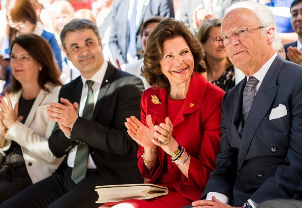 King Carl Gustaf and Queen Silvia attended an event at the Embassy of Sweden and visited the National Museum of Modern Art in Tokyo