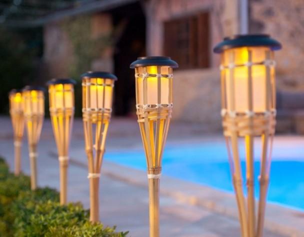 Kerajinan Lampu Taman dari Bambu