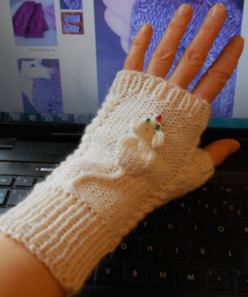 Squeaky Mitts - Free Pattern