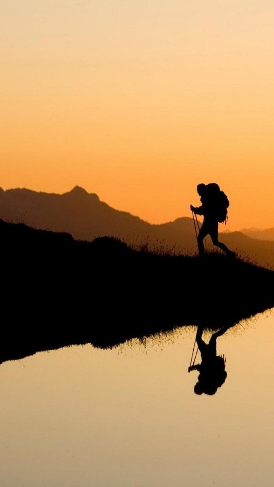 Wallpaper Android Pendaki Gunung