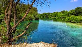 http://www.teluklove.com/2017/04/destinasti-objek-wisata-danau-tasikardi.html
