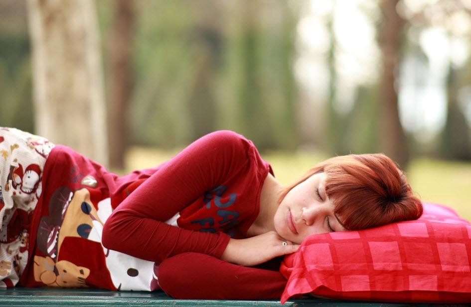 Tidur Menghadap ke Sisi Kiri