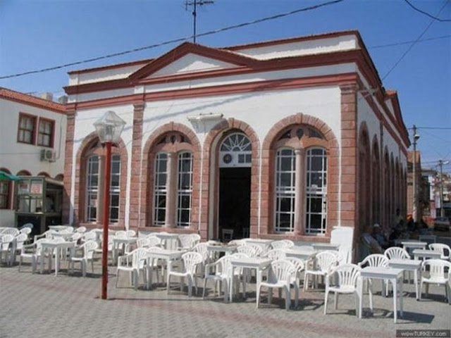 Taş Kahve is a turkish style cafe which is a historical building