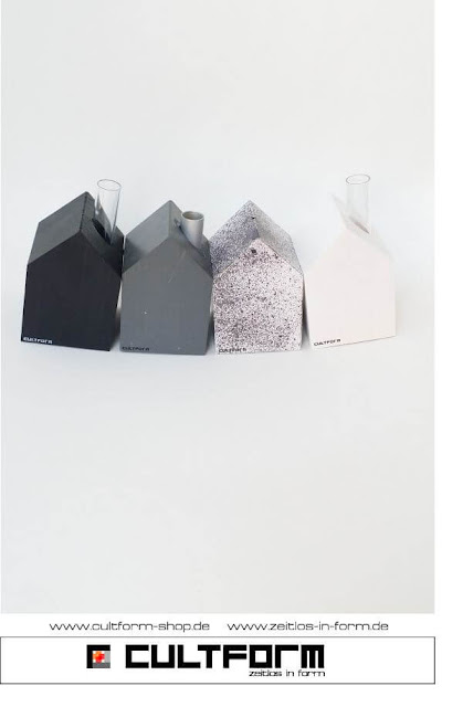 Die Hausbox von Cultform. Ein eindrucksvolles und doch einfaches DIY: kleine Geschenke individuell modern verpacken im aktuellen Watercolor-Trend: HAusbox schearz-gesprenkelt mit passenden Cultform-Holzhäuschen M in Schwarz, Grau und Weiß