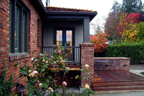 C b i d home decor and design curb appeal for Old age home landscape design