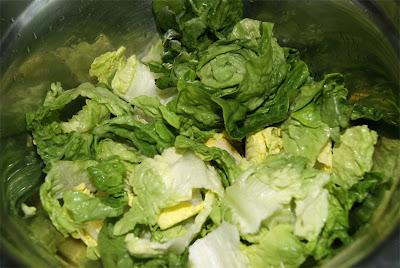cómo preparar ensalada césar con gulas paso 1