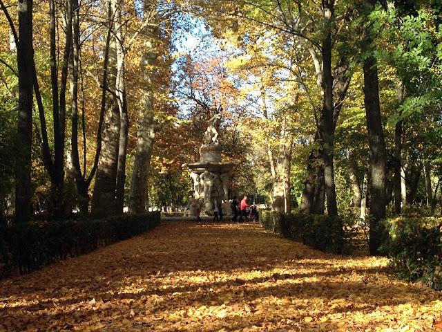 jardín del príncipe de Aranjuez lleno de hojas de Otoño