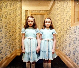 The Shining, directed by Stanley Kubrick (GB/United States; 1978-1980). The daughters of former caretaker Grady (Lisa and Louise Burns). © Warner Bros.