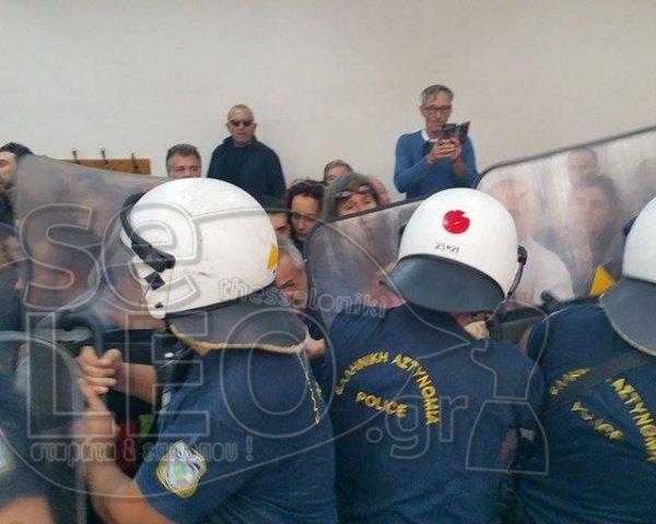 [Ελλάδα]Ένταση αναμέσα σε αστυνομία και συλλογικοτητες κατα των πληστηριασμών (ΦΩΤΟ-VIDEO)