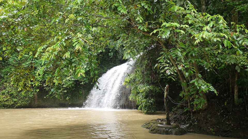 Tempat wisata seru di Samarinda salah satunya Air Terjun Tanah Merah