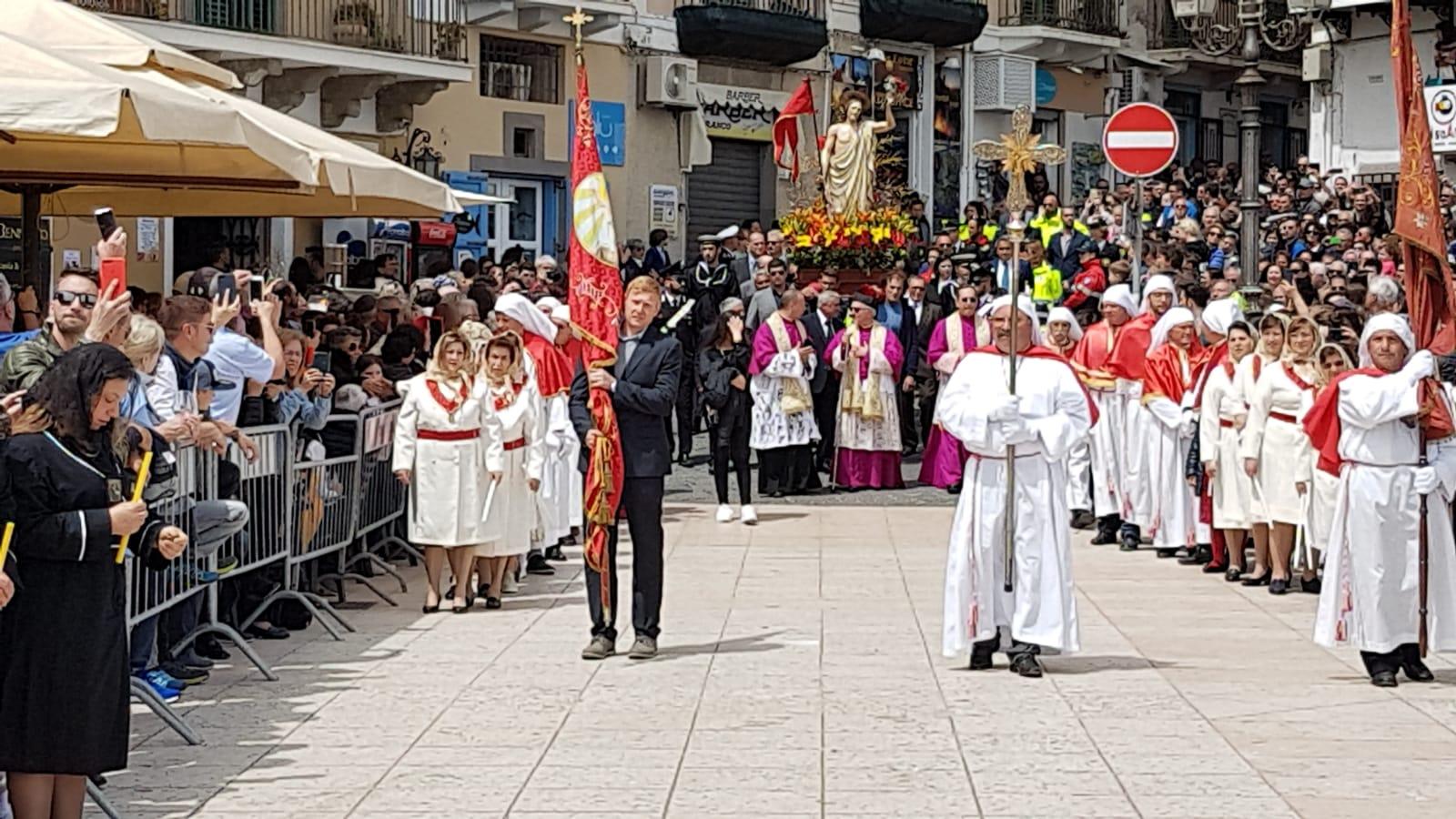 Eolie news la processione di pasqua a lipari secondo for Di bartolo arredamenti srl