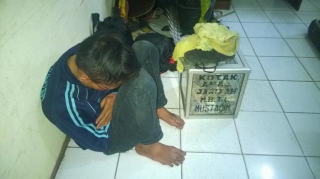 Kisah Sedih Seorang Bocah Pencuri Kotak Amal Mesjid
