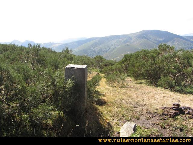 Ruta Pico Cellón. Mojón en el camino