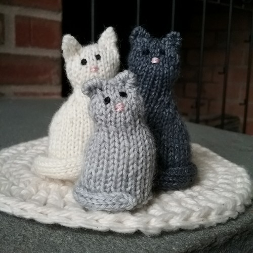 Tiny Window Cat - Free Pattern