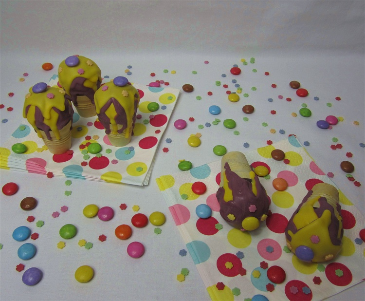 Zitronen-Cakepops in der Eiswaffel