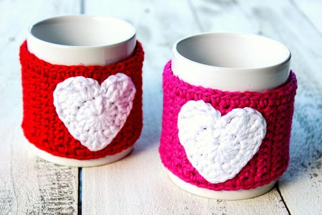 http://olives-n-okra.com/crochet-valentine-mug-cozy/