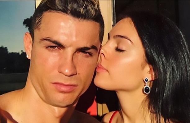 Cristiano Ronaldo Gives Girlfriend Cartier Diamond Engagement Ring Worth 615k Emmanuel S Blog