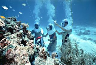 Wisata air sea walker Nusa dua