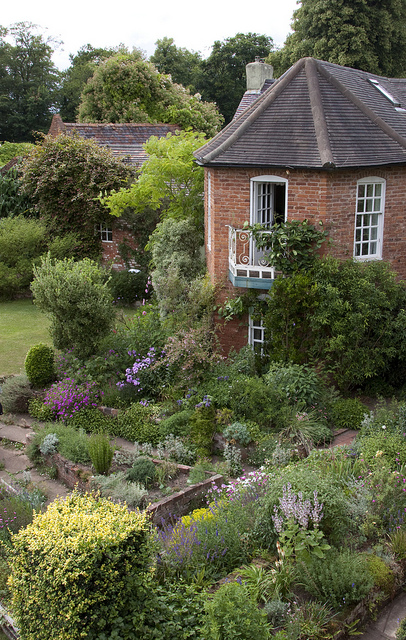 A joyful cottage cottage gardens perfect for a stroll for Perfect cottage