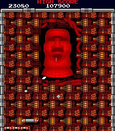 Captura de pantalla con la última pantalla (33) de Arkanoid. La imagen muestra una especie de cara enladrillada, similar a una cabeza de Pascua, que hay que destruir con nuestra pelotita