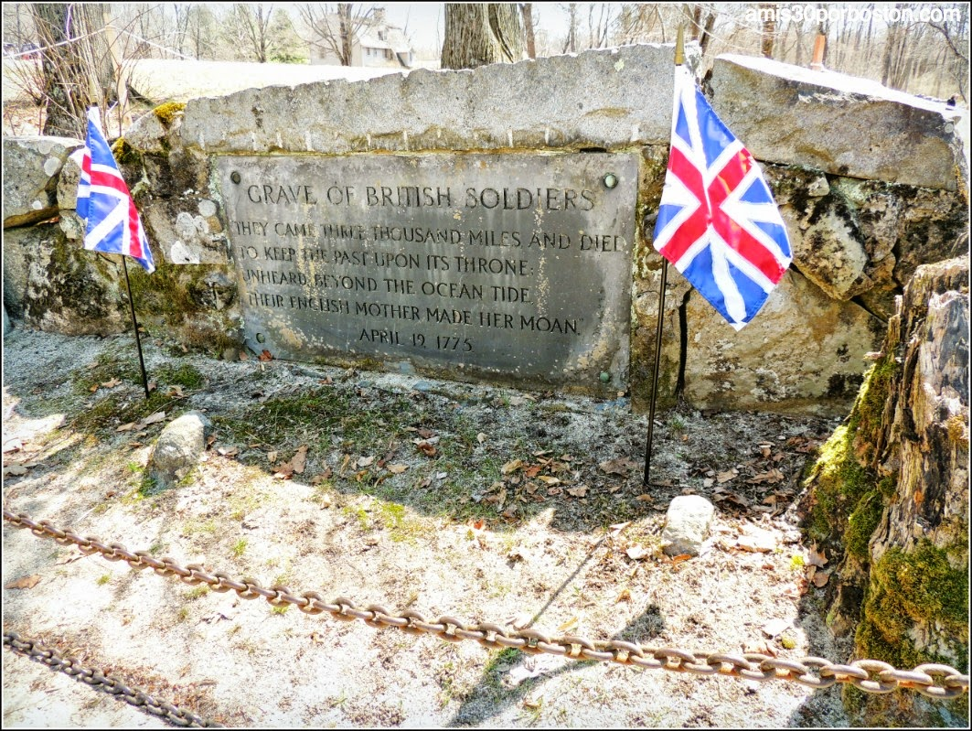 Patriots´ Day en Concord: Tumba de Dos Soldados Británicos