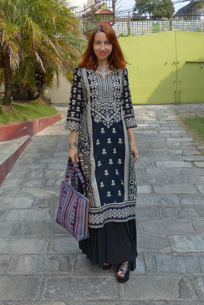 Boho style outfit: long ethnic tunic over maxi skirt