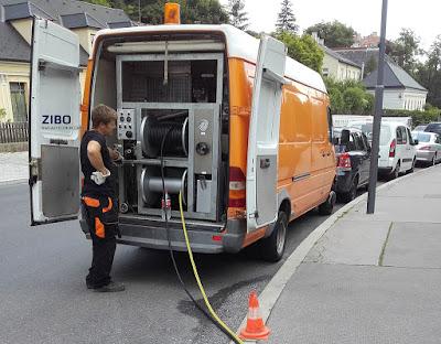 Heckdruckspülung wird der fest im Spülfahrzeug montierte Hochdruckschlauch !Kanalreinigung von ZIBO Wien mit Hochdruckreiniger zur Beseitigung von Rohr Verstopfung bzw.  Vorbereitung für weitere Kanalarbeiten wie Roboter fräsen, Sanierung usw.