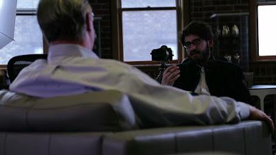 """O diretor Thomas Huchon nos bastidores do documentário """"Driblando a Democracia: Como Trump Venceu"""" - Divulgação"""