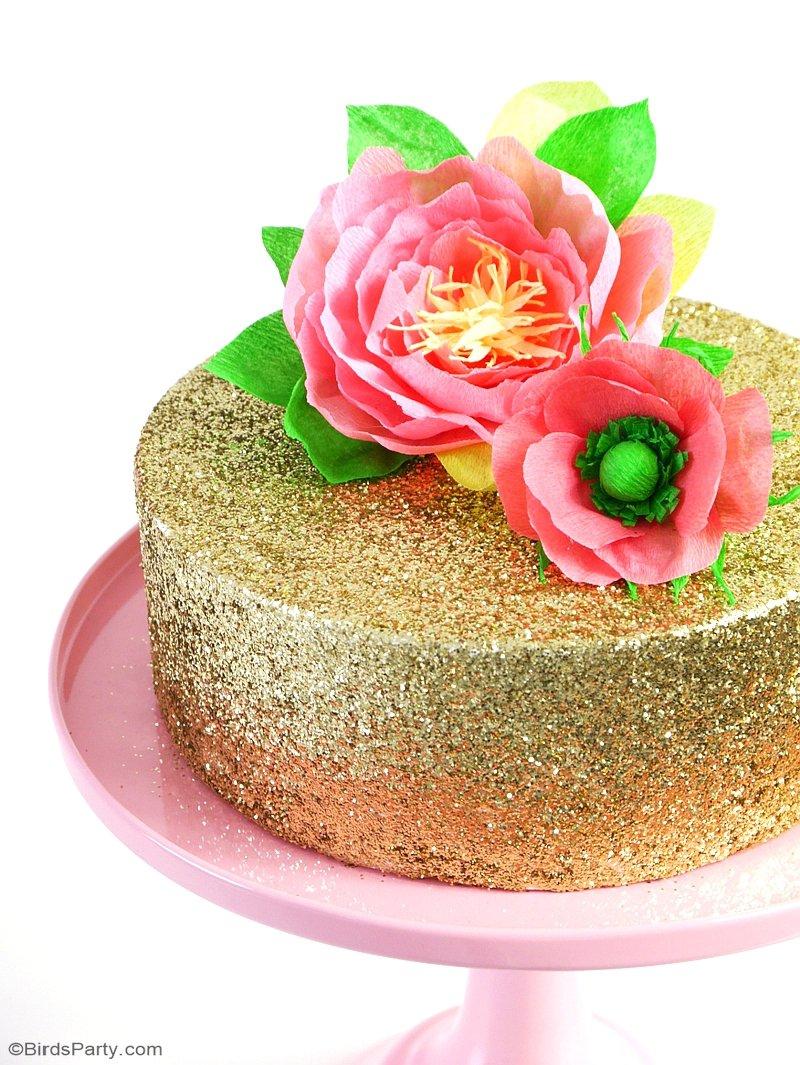 DIY Décoration de Gâteau en Fleurs de Papier - un projet créatif facile à faire pour décorer un simple gâteau d'anniversaire ou mariage! by BirdsParty.fr @birdsparty #diy #decomariage #gateau #gateaumariage #diytoppers #toppersgateau