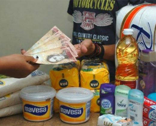 ¡EL LUCRATIVO NEGOCIO DEL BACHAQUEO! Esto se gana un venezolano al día si vive de las colas