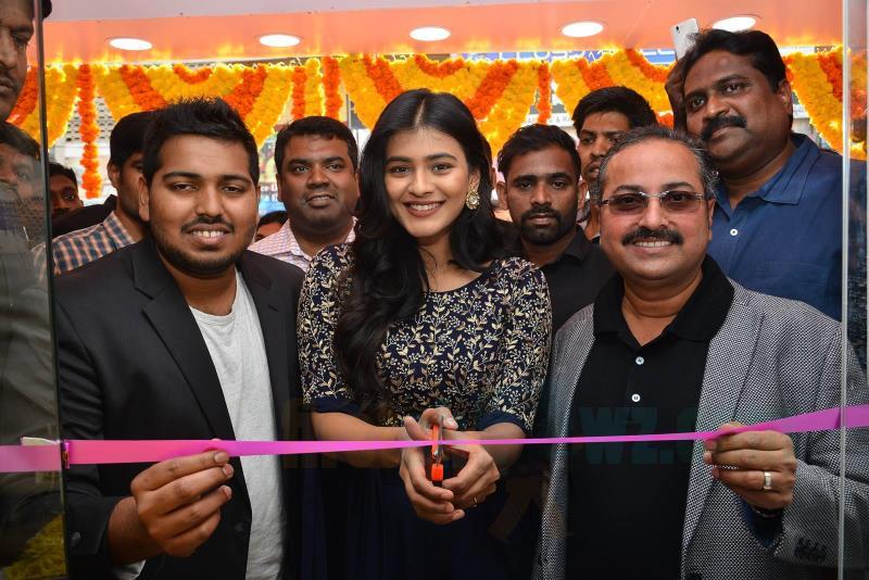 Hebah Patel Chirala B New Store Launch Stills - Latest Movie Updates, Movie Promotions, Branding -2258