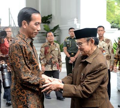 Telepon Habibie, Presiden Jokowi: Semoga Segera Sehat - Info Presiden Jokowi Dan Pemerintah