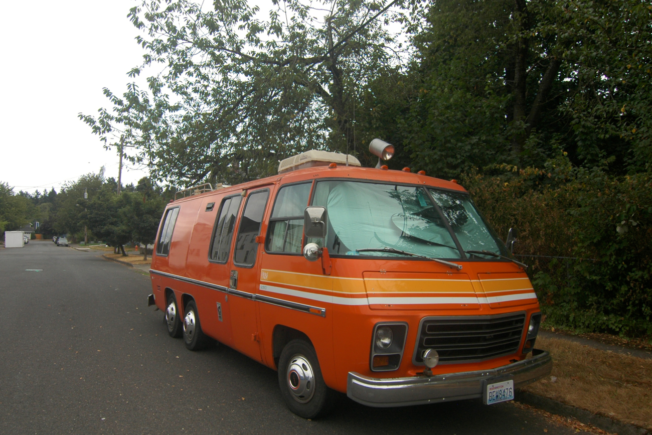 OLD PARKED CARS.: 1973 GMC Painted Desert 230.