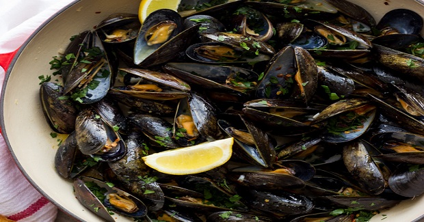 Steamed Mussels With Garlic And Parsley Recipe