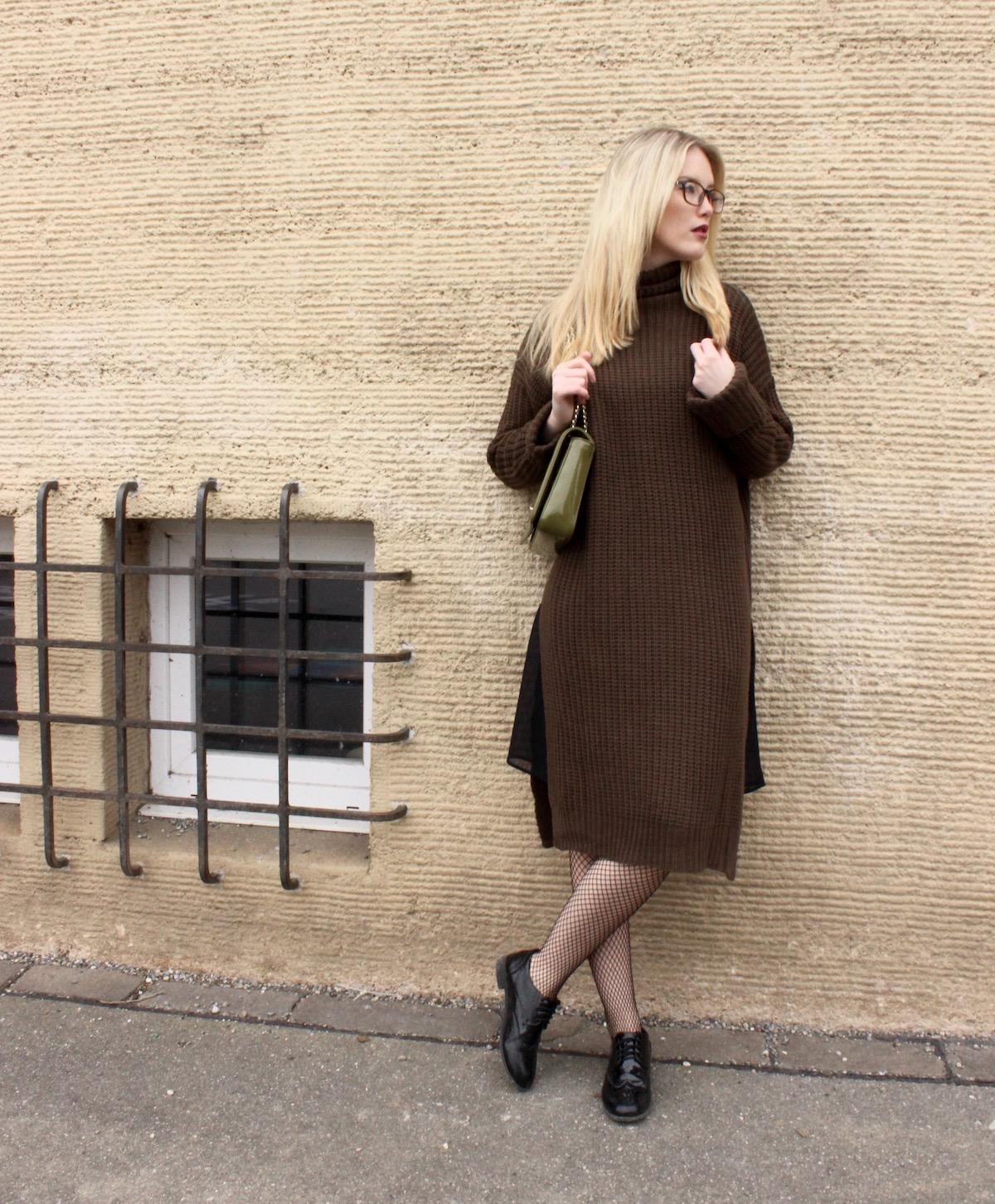 Look Fashionblogger Stuttgart Blogger Strickkleid Khaki Fishnet Strumpfhose