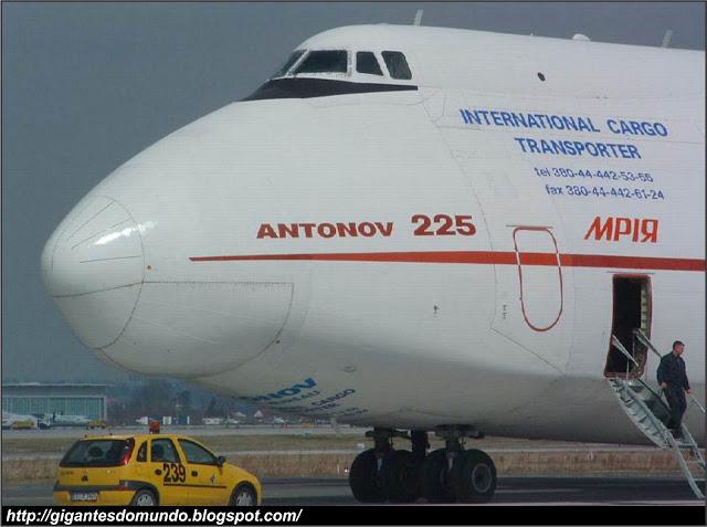 Antonov An-225 - O maior avião cargueiro do mundo