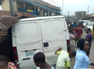 van crashes tailor shop umuahia abia state