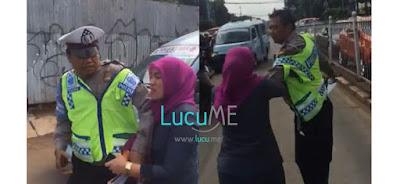 Nggak Mau Ditilang, Ibu-ibu Ini Ngamuk dan Mencakar Polisi