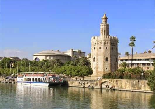 La Torre del Oro y el Guadalquivir en Sevilla