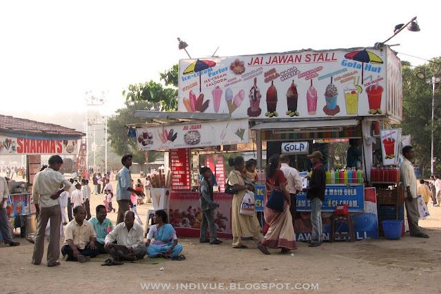 Jäätelöä Chowpatty beachilla Mumbaissa, NS2005