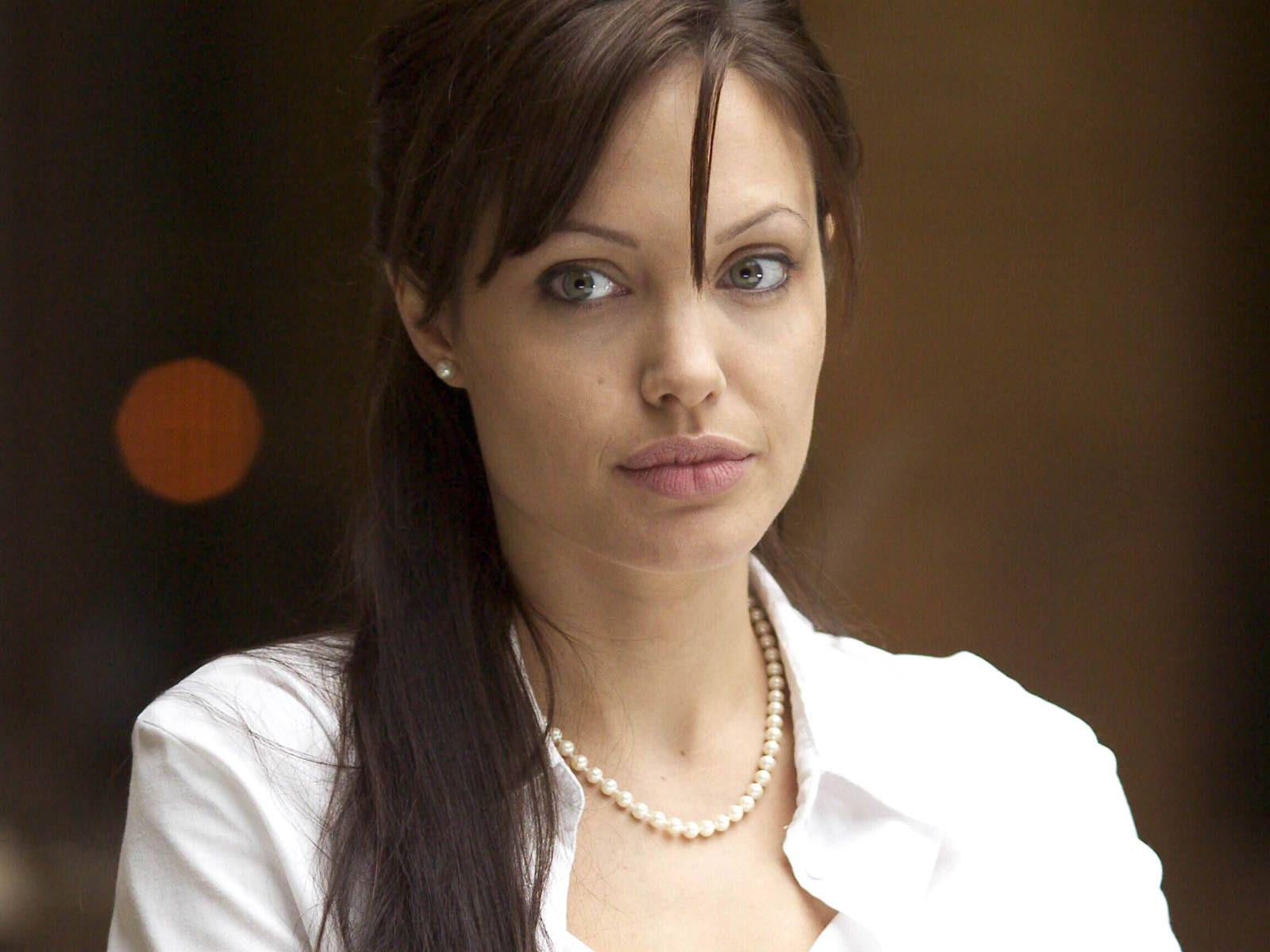 Angelina Jolie: Angelina Jolie