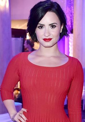 Foto de Demi Lovato con cabello corto