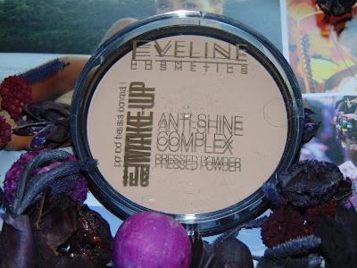 Eveline, anti-shine complex. Puder mineralny z jedwabiem matujący