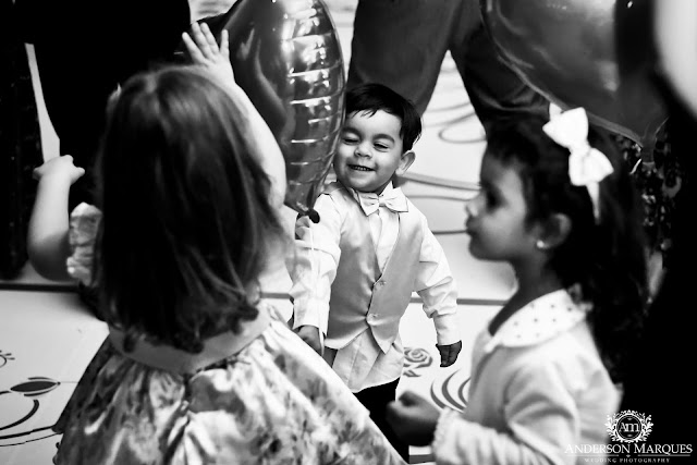 casamento clássico, casamento elegante, casamento chique, casamento real, decoração branca, tapete de espelho, passarela espelhada, casamento, cerimonia de casamento, anderson marques, dunia city hall, casarei em brasilia, casamento em brasilia, festa de casamento, pajem, crianças dançando