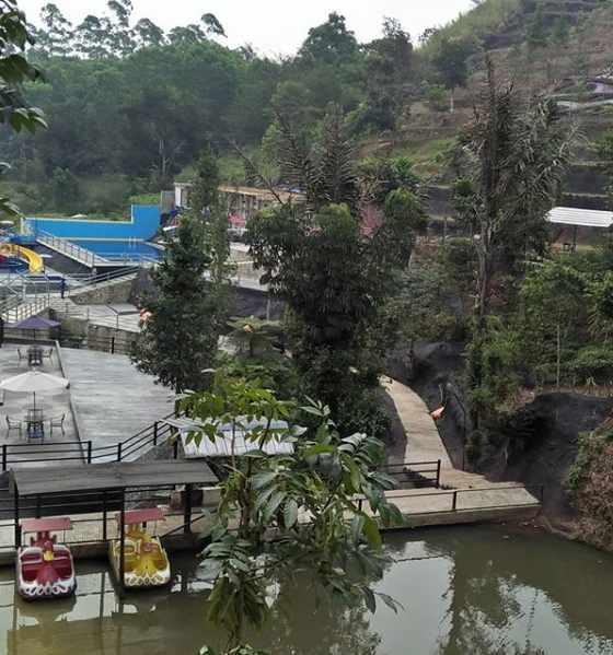 Danau di Palalangon Park Ciwidey Bandung