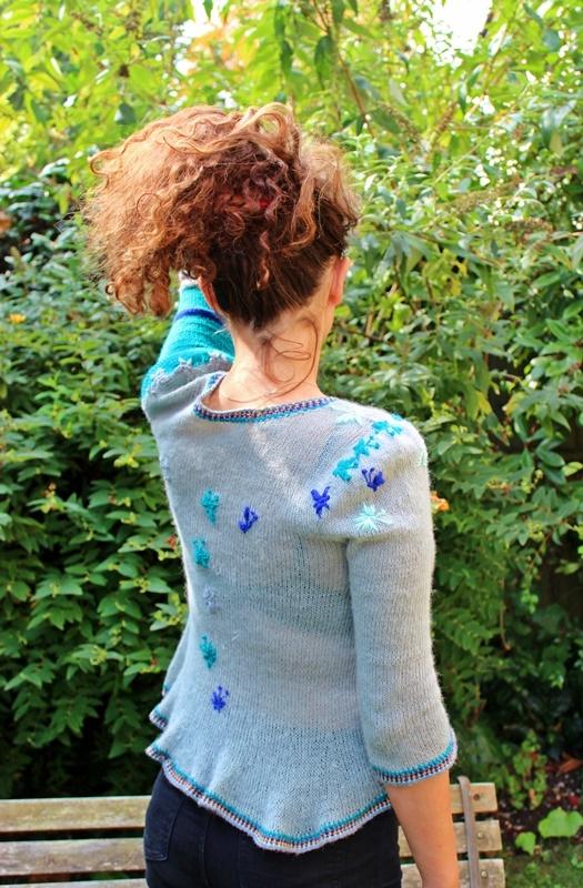 bluzeczka na drutach z haftowanymi motylkami