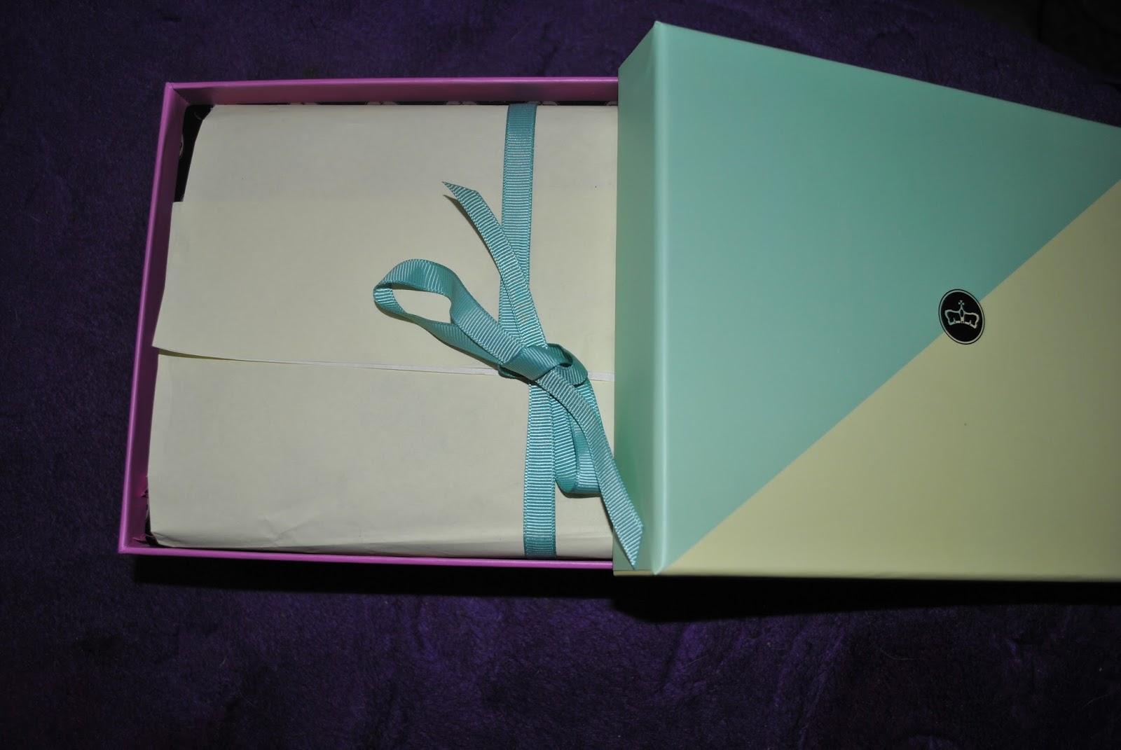 Zawartośc lipcowego pudełka beGLOSSY Happy Colors