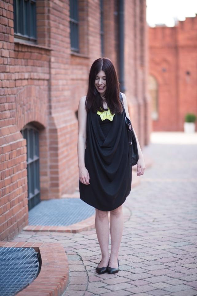 czarna-sukienka-na-lato